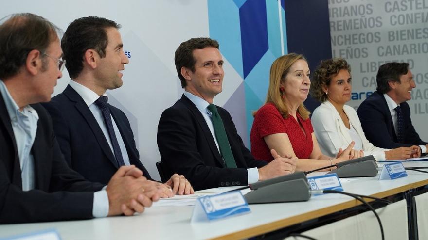 """Casado avisa a Sánchez que el PP pedirá aplicar el 155 si sigue con su posición """"tan ambigua"""" ante el independentismo"""