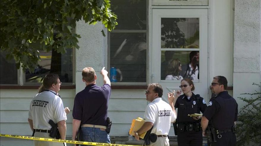 Hombre toma niños como rehenes tras matar a una mujer en Nueva Jersey, EE.UU.