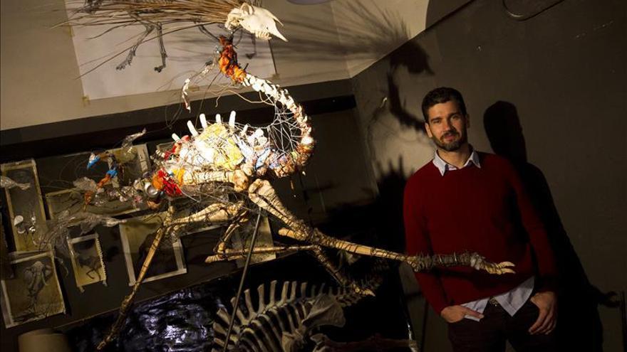 """""""Vida Tóxica"""", animales creados con huesos, alambre y basura por Álvaro Soler"""