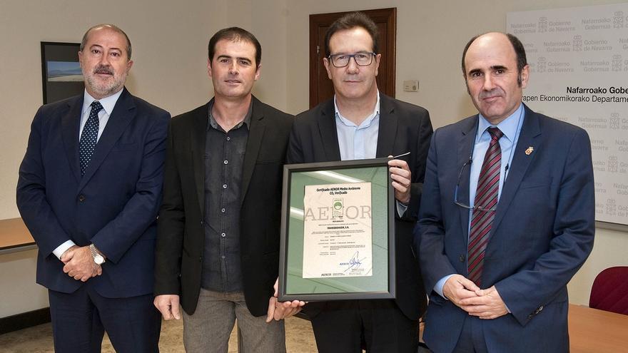 La empresa de transportes Transbidasoa recibe el certificado de Huella de Carbono