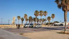 Patrullas de la Policía Local en la playa de la Malva-rosa.