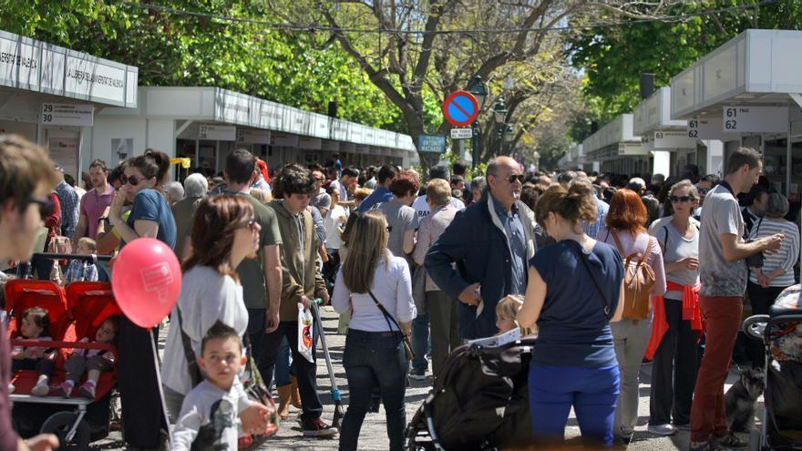 Los jardines de viveros repletos de gente en la Feria del Libro