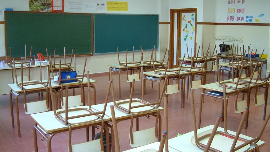 Clase vacía en una escuela de primaria.