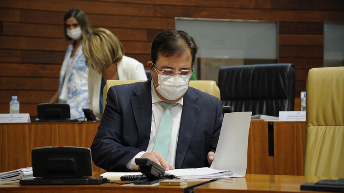 El presidente de Extremadura, Guillermo Fernández Vara, en el debate del estado de la región de 2020 tras el primer estado de alarma