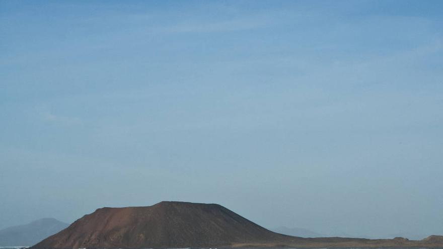 La Isla de Lobos frente a las playas de Corralejo. VIAJAR AHORA