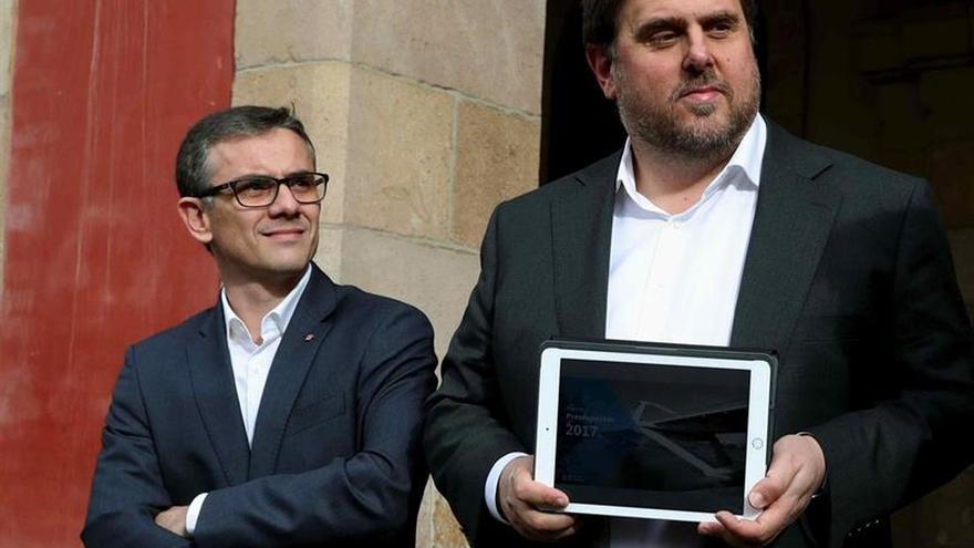 El secretario general de la Vicepresidència, Josep Maria Jové, junto a Junqueras