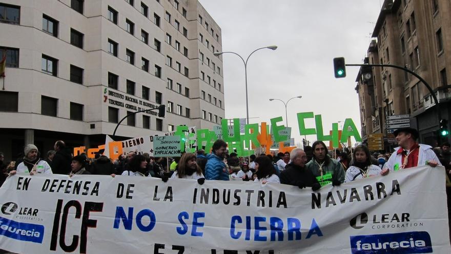"""Una manifestación rechaza en Pamplona el cierre de Faurecia y pide al Gobierno de Navarra que se """"involucre"""""""