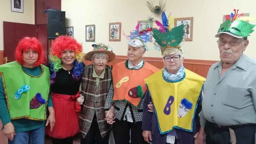 Los mayores de Tijarafe lucieron disfraz de Carnaval.