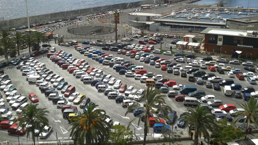 Zona de aparcamientos del Puerto de Santa Cruz de La Palma.