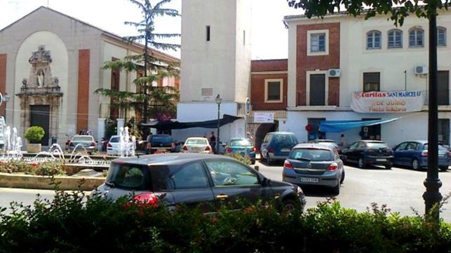La plaza de la Iglesia del barrio, que los vecinos reclaman su peatonalización
