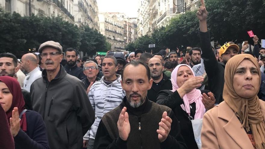 Imágenes de las manifestaciones celebradas en Argel contra los candidatos a las elecciones presidenciales en Argelia.
