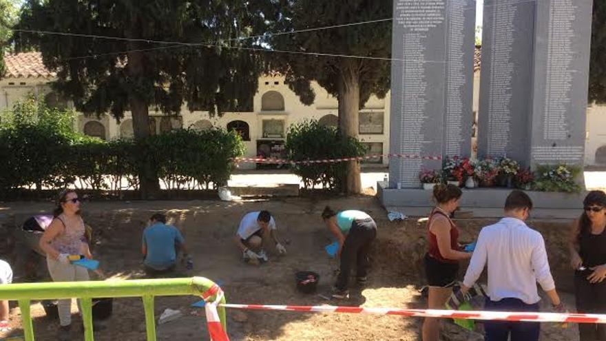 Exhumación fosa Villanueva Serena Memoria Historica