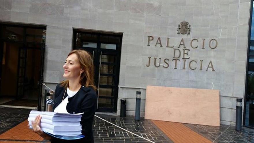 La diputada del grupo Popular Águeda Montelongo pide a la Justicia que investigue presuntos indicios de irregularidades en la adjudicación de contratos a cuatro productoras por parte de Radiotelevisión Canaria.