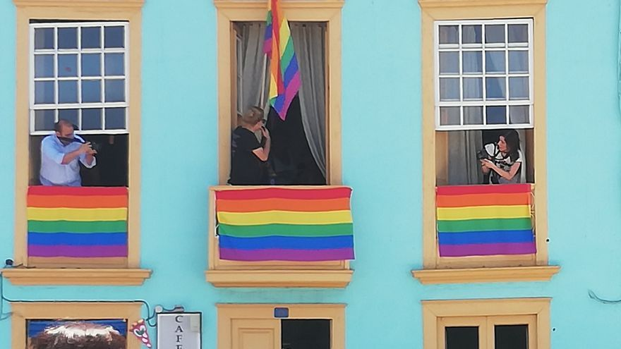 Colores arcoíris en las viviendas de Tazacorte.