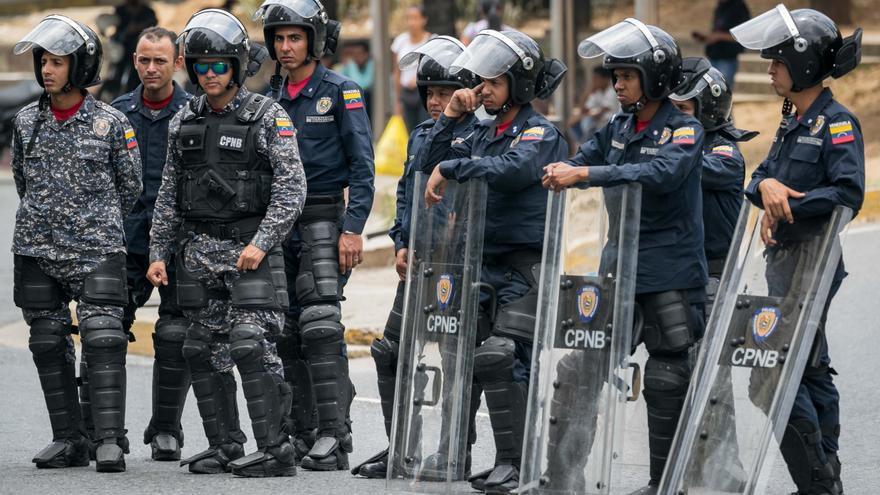 Despliegan más de 350.000 policías para vigilar las elecciones venezolanas