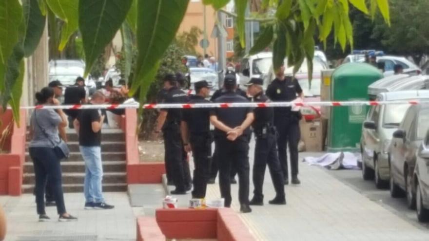 La policía acordona la zona de los hechos, en el Polígono de San Cristóbal.
