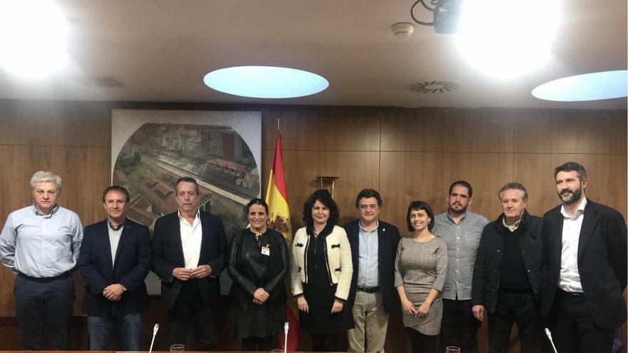 Junta Directiva de la Asociación de municipios con territorio en Parques Nacionales  (Amuparna) con la secretaria de Estado de Turismo.