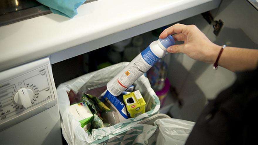 La separación en casa y saber qué echar en cada contenedor, claves en el proceso del reciclado.