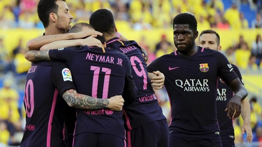 Los jugadores del FC Barcelona celebran uno de los goles marcado ante Las Palmas, durante el partido de la trigésima séptima jornada de Liga de Primera División