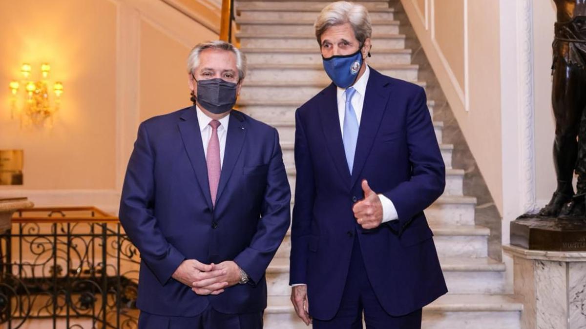 Alberto Fernández y John Kerry, juntos en Roma, este viernes 14 de mayo de 2021.