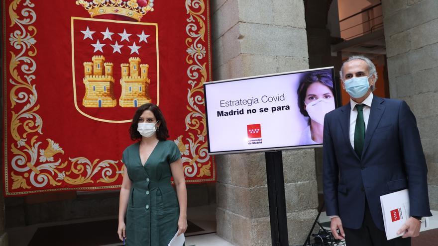 La presidenta de la Comunidad de Madrid, Isabel Díaz Ayuso, y el consejero de Sanidad,EnriqueRuizEscudero, hoy en la Real Casa de Correos,en Madrid. EFE/ Mariscal