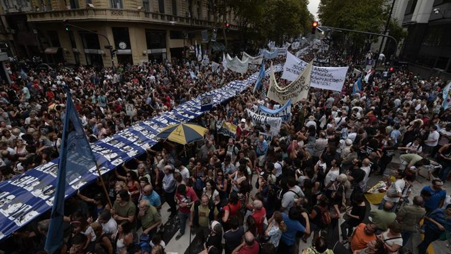 """Argentina conmemora """"apagón"""" de 1976, cuando dictadura secuestró 400 personas"""