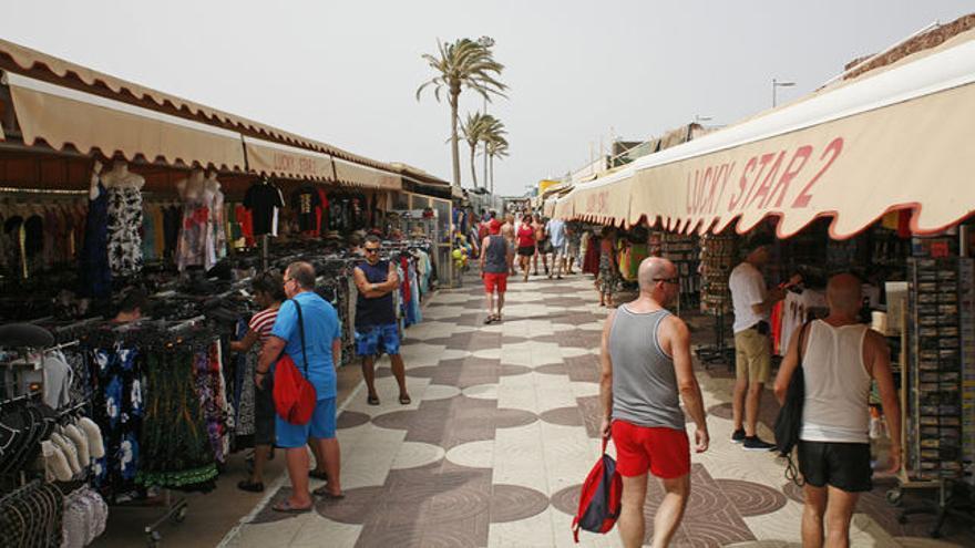 Mercadillo en zona turística, en Canarias