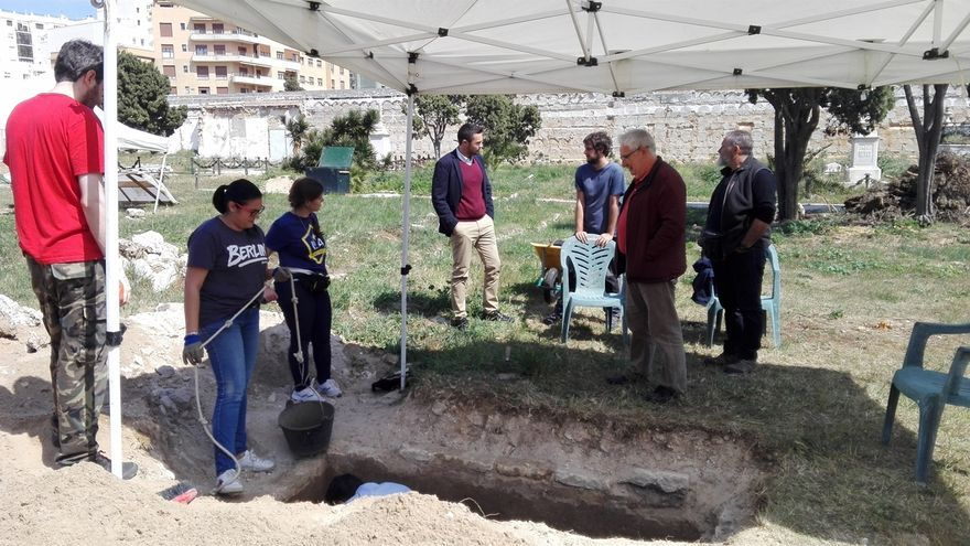 Denuncian destrozos en el cementerio de San José de Cádiz donde se encuentran restos de represaliados