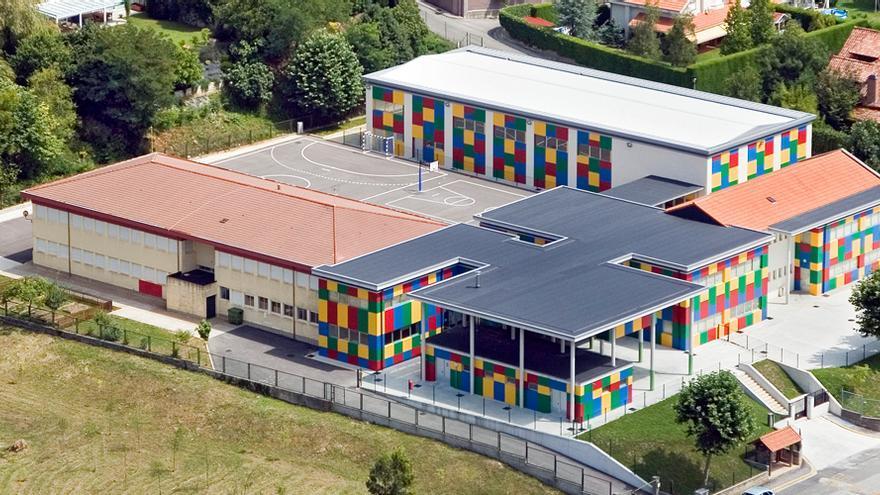Vista general del colegio Bajo Pas, ubicado en Piélagos.