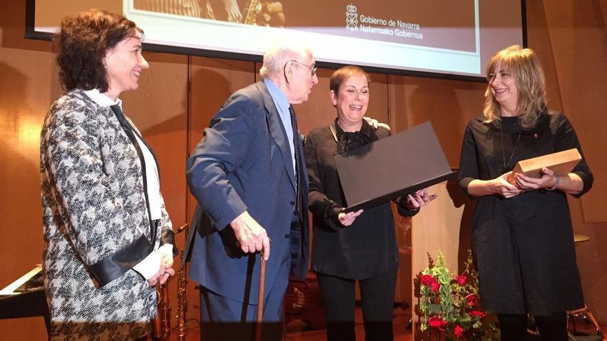 Barkos entrega el premio 'Francisco de Javier' 2017 al saxofonista y compositor Pedro Iturralde Ochoa