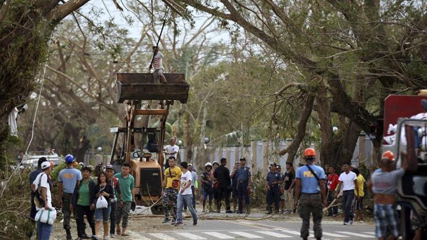 Federación de Cruz Roja pide fondos para víctimas de tifón en Filipinas