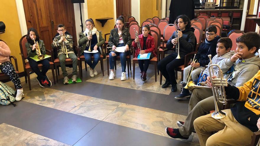 Una quincena de alumnos de la Escuela Insular de Música de La Palma recibió formación específica sobre trompeta el pasado fin de semana en la tercera edición del festival Tenerife Trumpet Weekend.
