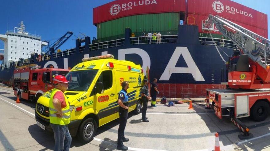 Rescate de un trabajador en el Puerto de La Luz. (TWITTER POLICÍA LOCAL)