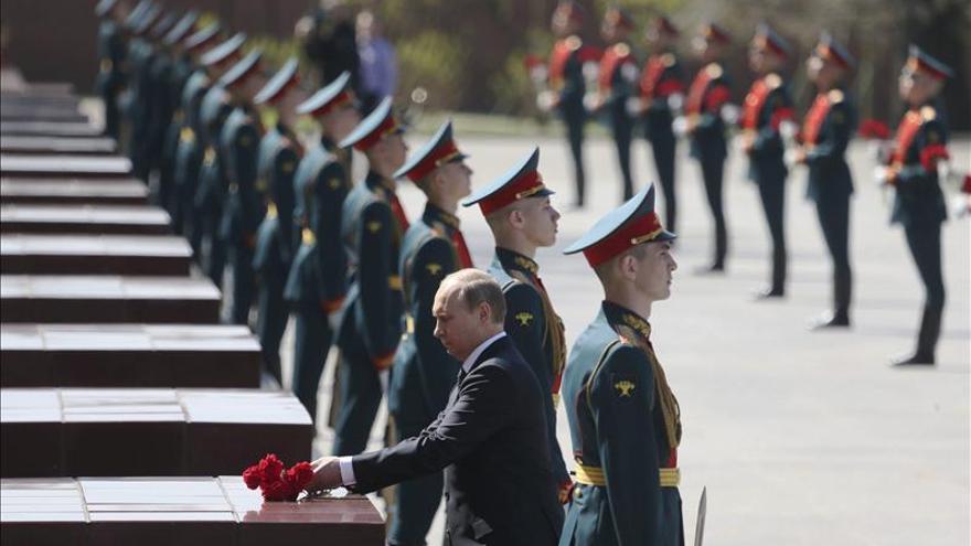 Rusia exhibe su poderío militar en la plaza Roja en el Día de la Victoria