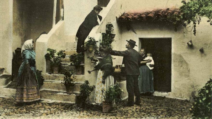 Imagen antigua de un patio cordobés. (Foto. Archivo Municipal de Córdoba)