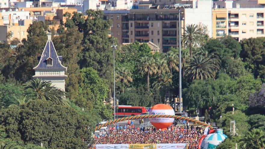 Miles de corredores en la Alameda en la pasada edición de la Volta a Peu