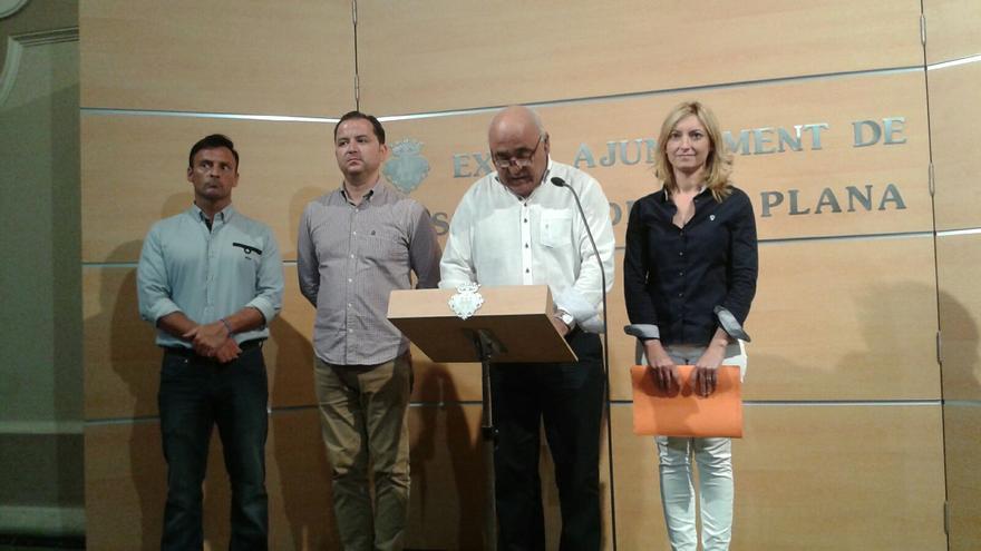 Vicente Vidal, de blanco, sustituye a Cristina Gabarda como portavoz de Ciudadanos en el Ayuntamiento de Castellón.