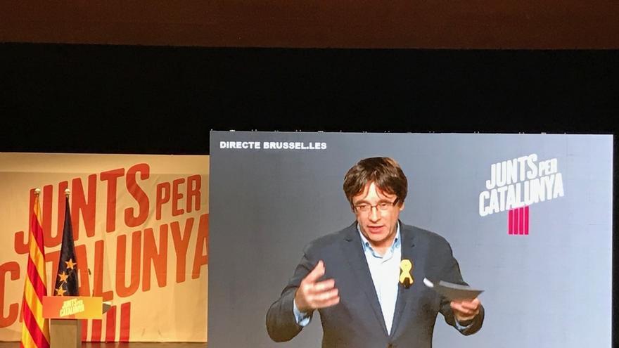 """Puigdemont pide a Rajoy que """"sea demócrata"""" y respete la restitución del Gobierno que cesó con el 155"""