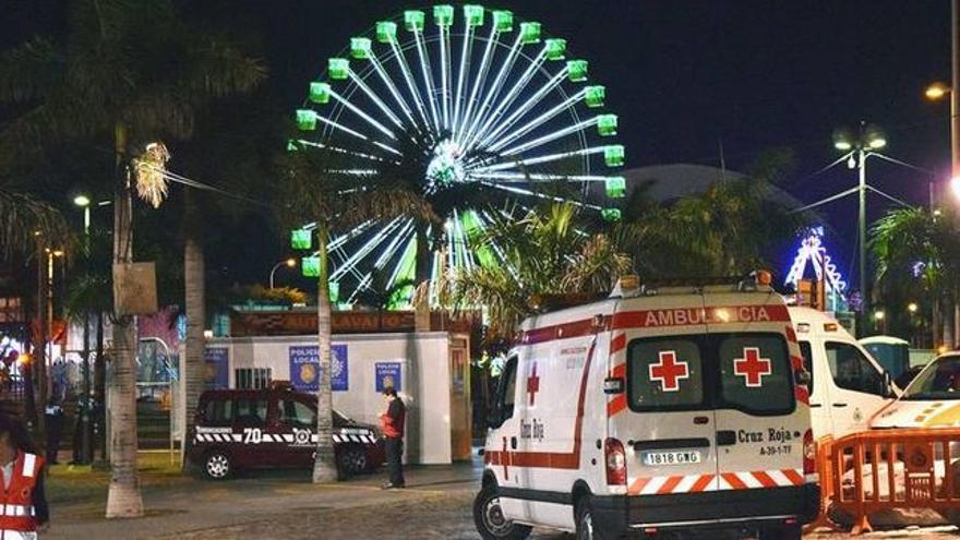 Ambulancia de Cruz Roja en el Carnaval de Santa Cruz de Tenerife.