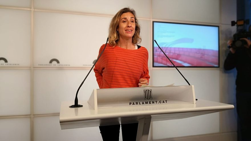 La diputada de la CUP en el Parlament Laia Estrada en rueda de prensa en el Parlament