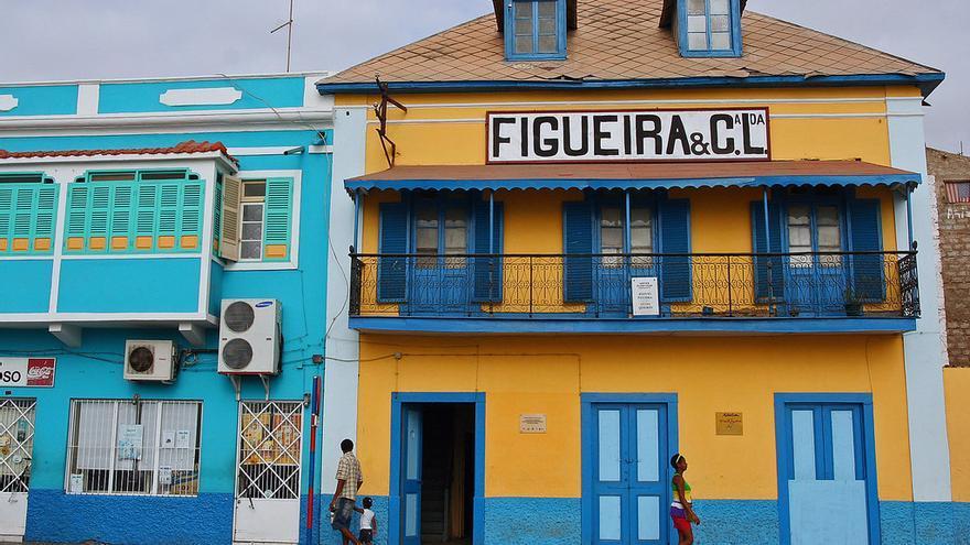 Casas coloniales en Mindelo, una de las ciudades en las que más se nota la herencia portuguesa de Cabo Vede. imke.sta
