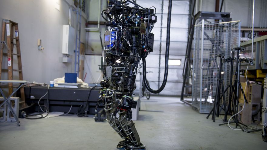 El robot Boston Dynamics, financiado por Atlas, es aparte del programa DARPA Robotics Challenge © Christian Science / AP