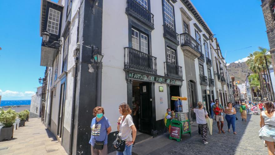 Los casos de Covid-19 en La Palma bajan a 7 tras repetir la PCR a un menor