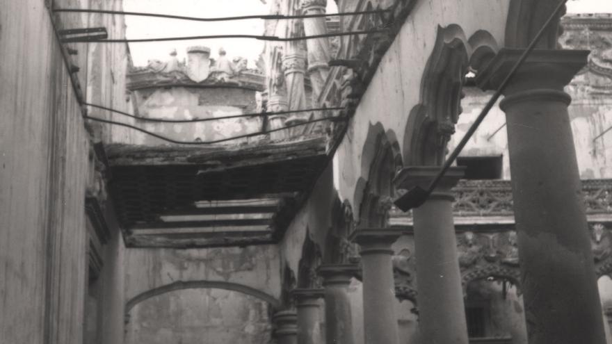 El Palacio del Infantado tras el bombardeo del 6 de diciembre de 1936