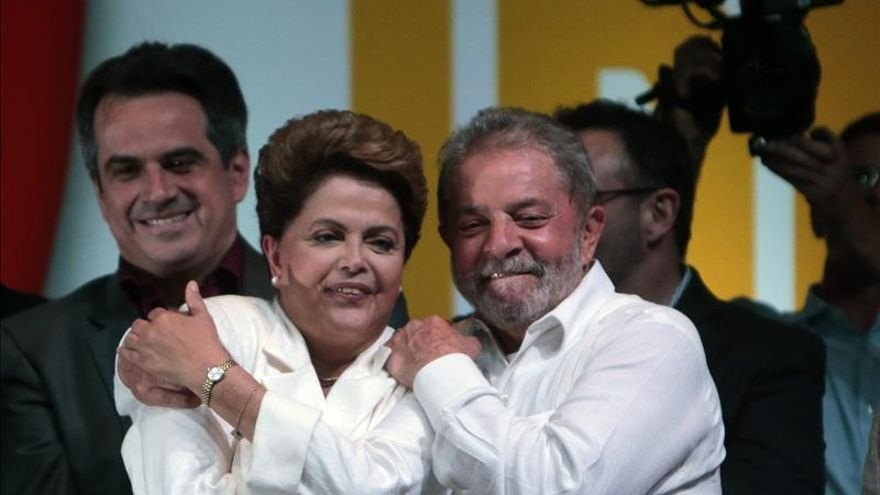 """Rousseff y Lula son recibidos con un """"cacerolazo"""" durante una boda en Sao Paulo"""