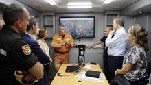 El president Puig en el puesto de mando del incendio forestal de Bolbaite, en la localidad de  Anna