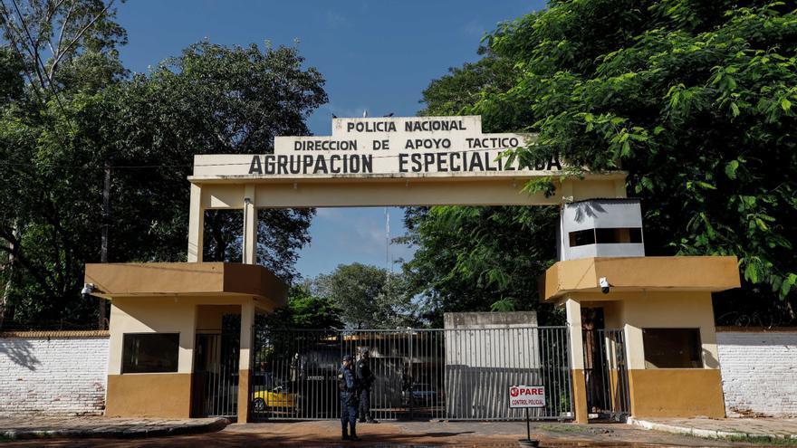 Líder opositor paraguayo pasa otra noche en la cárcel acompañado de sus seguidores