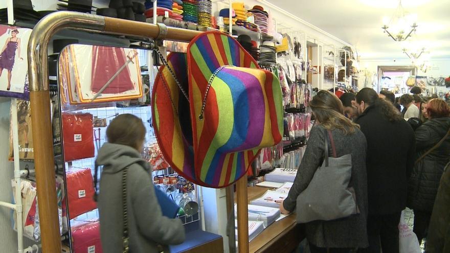 La Junta desarrolla una campaña de inspecciones para garantizar la seguridad de los disfraces a la venta en carnavales