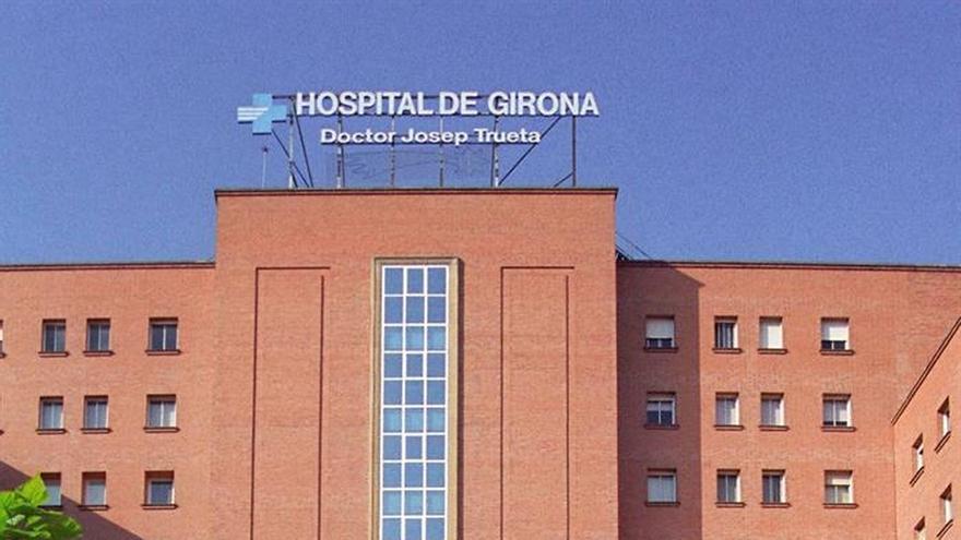 Los dos bomberos con botulismo siguen graves en la UCI del hospital de Girona