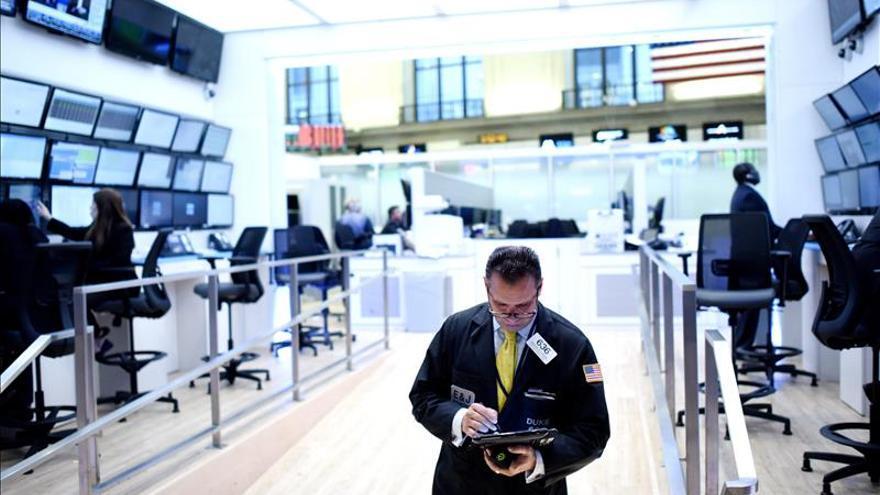 Wall Street abre con fuertes pérdidas y el Dow Jones cae un 1,68 por ciento